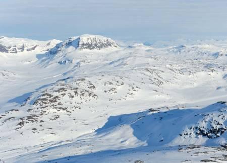 Lairečorru fra nordvest. Den tydelige toppen i bakgrunnen er Vuoiddasriida. Foto: Rune Dahl / Toppturer rundt Narvik.