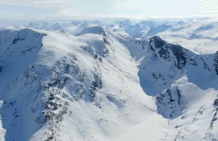 Beisfjordtøtta fra nordvest. Foto: Rune Dahl / Toppturer rundt Narvik