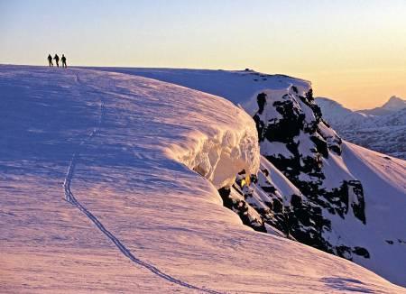Sen kveld ved Vassečohkka middtopp. Foto: Lars Thulin / Toppturer rundt Narvik.