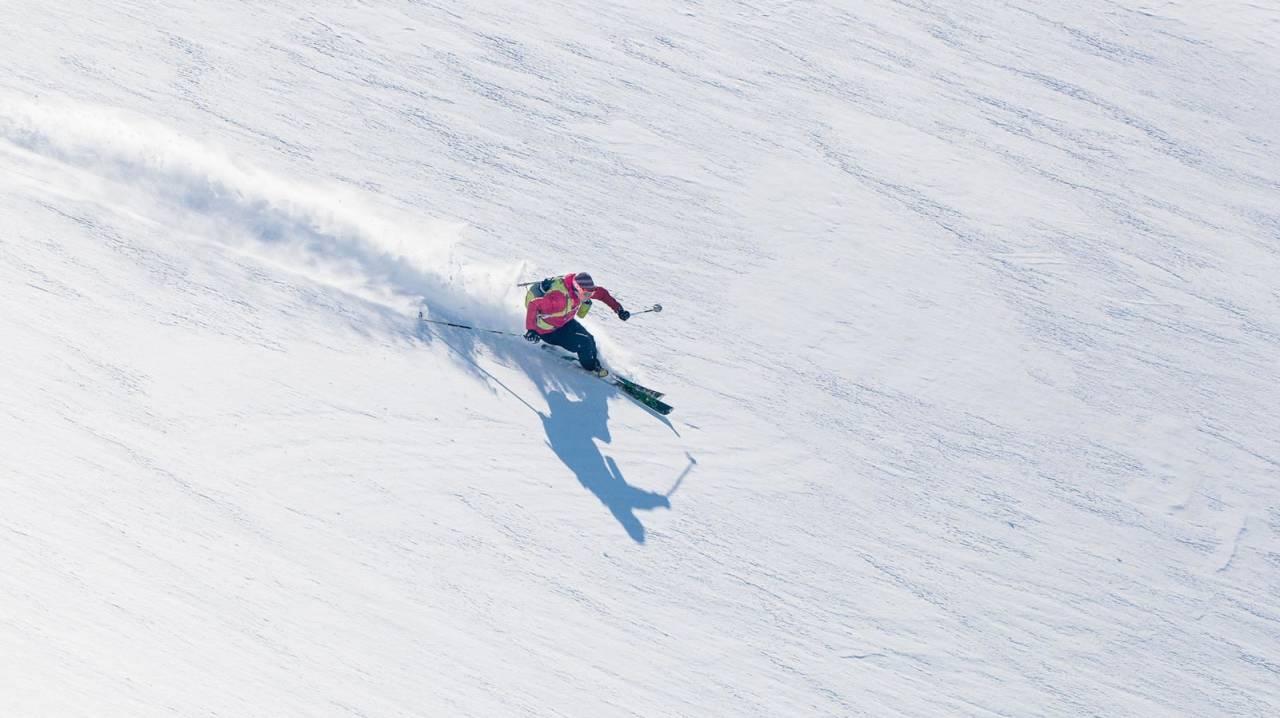 Mikael af Ekenstam peiser på i lettkjørte snøforhold. Foto: Jan-Arne Pettersen