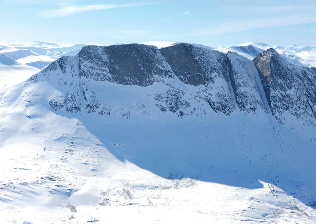 Lappviktinden fra øst. Alternativ Opp C kommer inn fra venstre kant i bildet. Foto: Rune Dahl / Toppturer rundt Narvik.