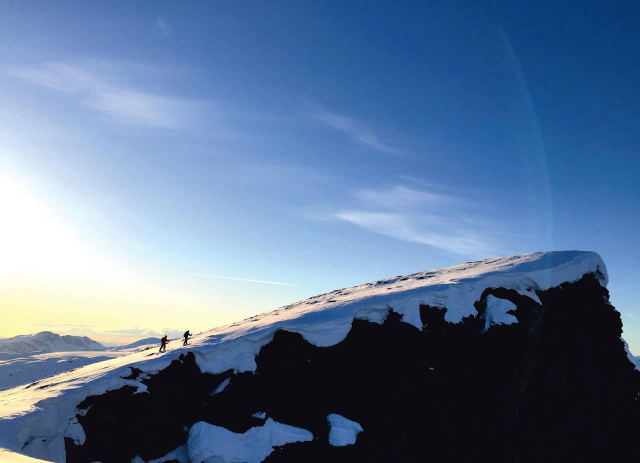 På tur opp mot toppen en sen vårkveld. Foto: Anna Öhlund