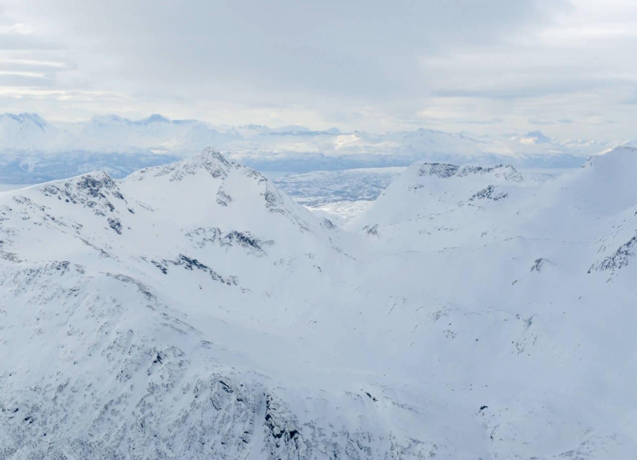 Nonstinden og Dudalstinden fra nordøst. Foto: Rune Dahl / Toppturer rundt Narvik.