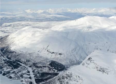 Stortinden og Litletinden fra Øst. Foto: Rune Dahl / Toppturer rundt Narvik.