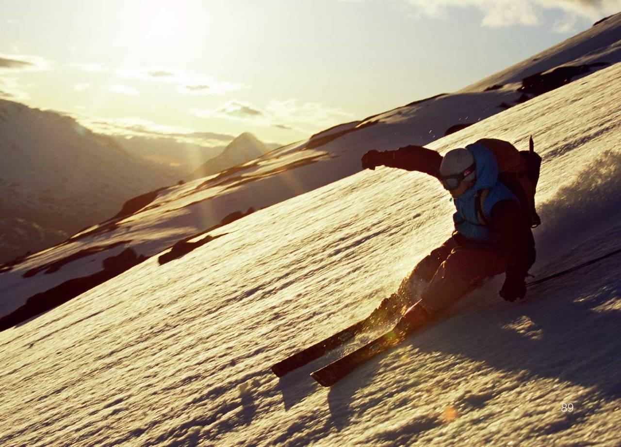 Mikael af Ekenstam på tur ned mot Skjomdalen. Foto: Lars Thulin