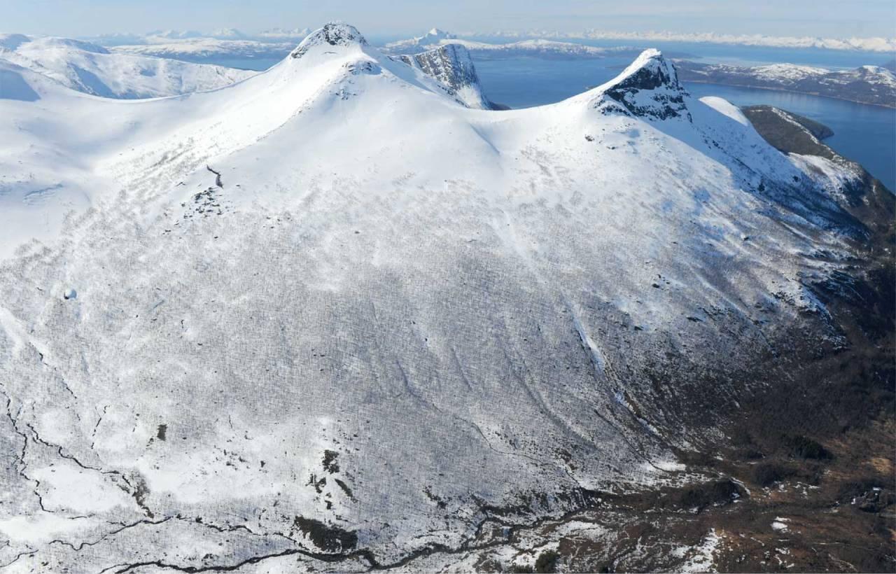 Titinden sett fra øst. Foto: Rune Dahl. / Trygge toppturer.