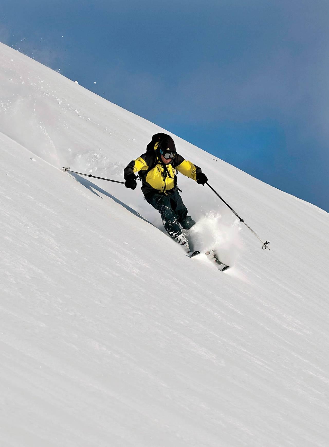 Eirik Pettersen lar sjelden skisålene bli kalde på tur. Foto: Geir Amundsen. / Toppturer rundt Bodø.
