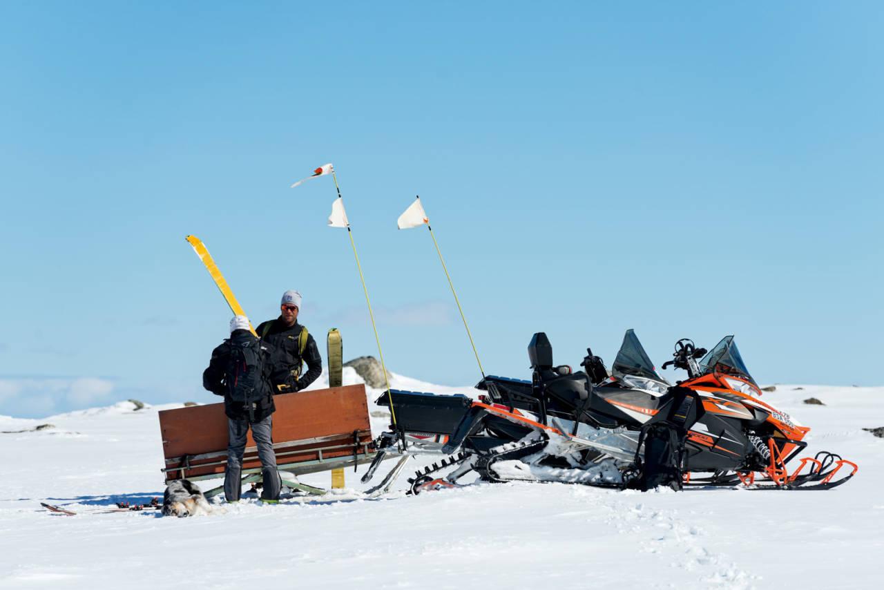 Området ved Gorsačohkka er mye brukt av scooterkjørere, og det er mulig å forenkle anmarsjen til berget hvis du har tilgang til skuter. Foto: Anna Öhlund / Toppturer rundt Narvik.