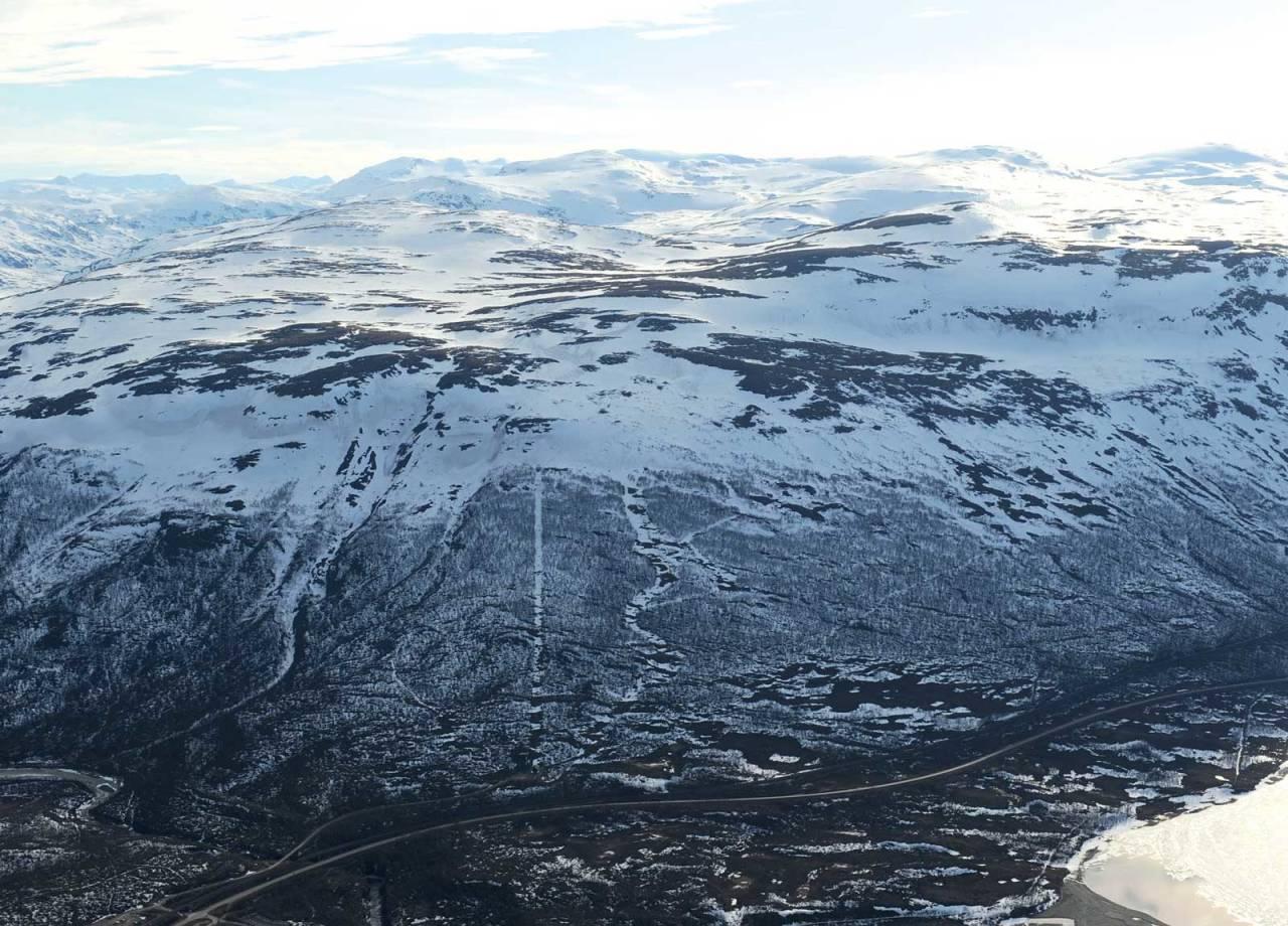 Slåttatjåkka og Njullá fra øst. Foto: Rune Dahl / Toppturer rundt Narvik.