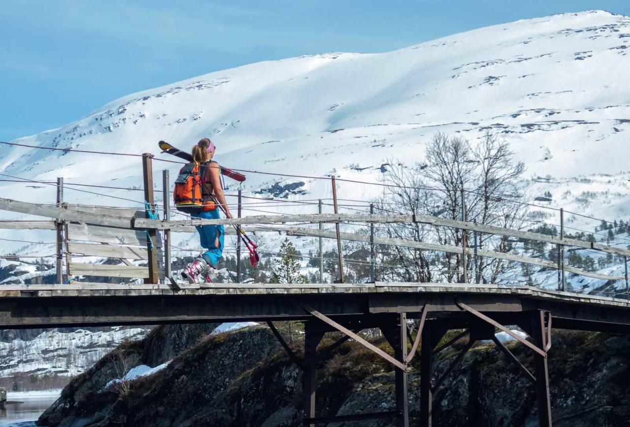 Søre Krossfonnutens hvite flanker i bildets bakgrunn er målet for Ida Sollie. Foto: Lars Storheim