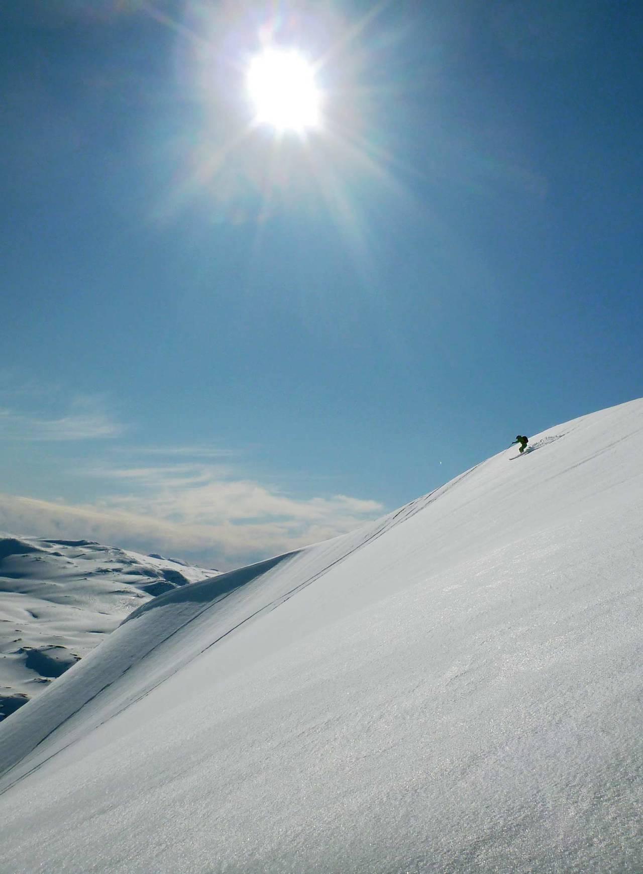 Rino R. Berg cruiser ned fra Stavsnuten. Denne dagen var akkurat så fin som på bildet! Foto: Ida Sollie