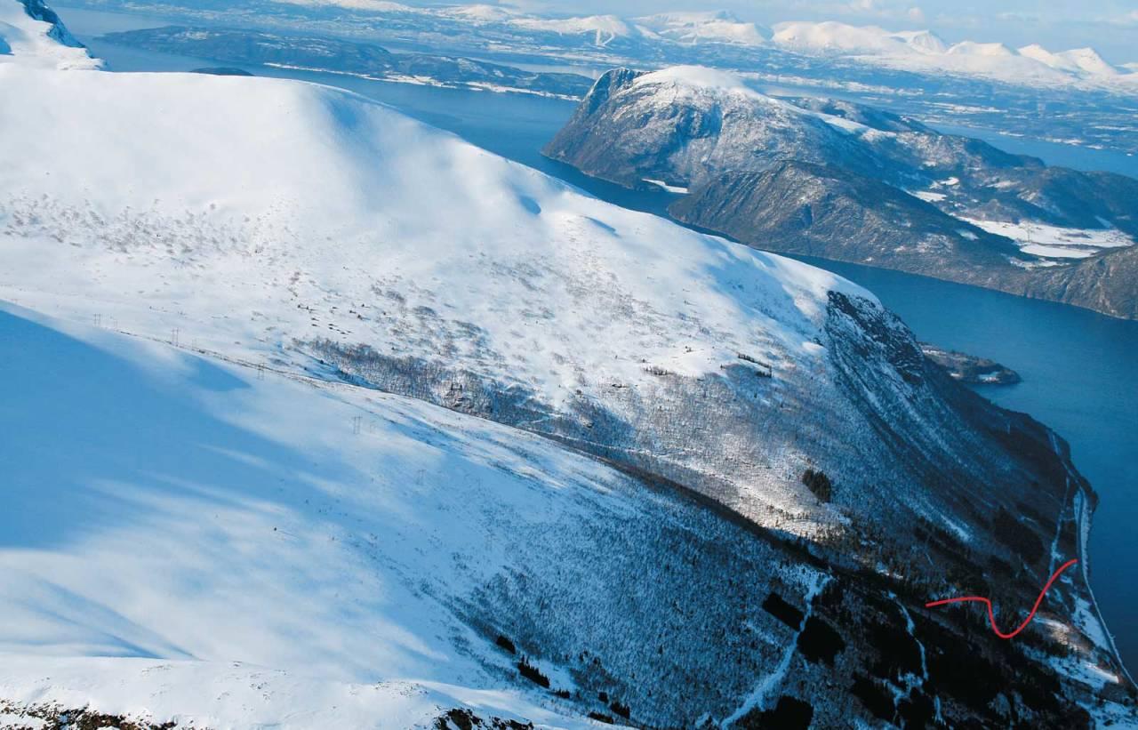 Skarven i Innfjorden sett fra sør. Foto: Halvor Hagen. / Trygge toppturer.