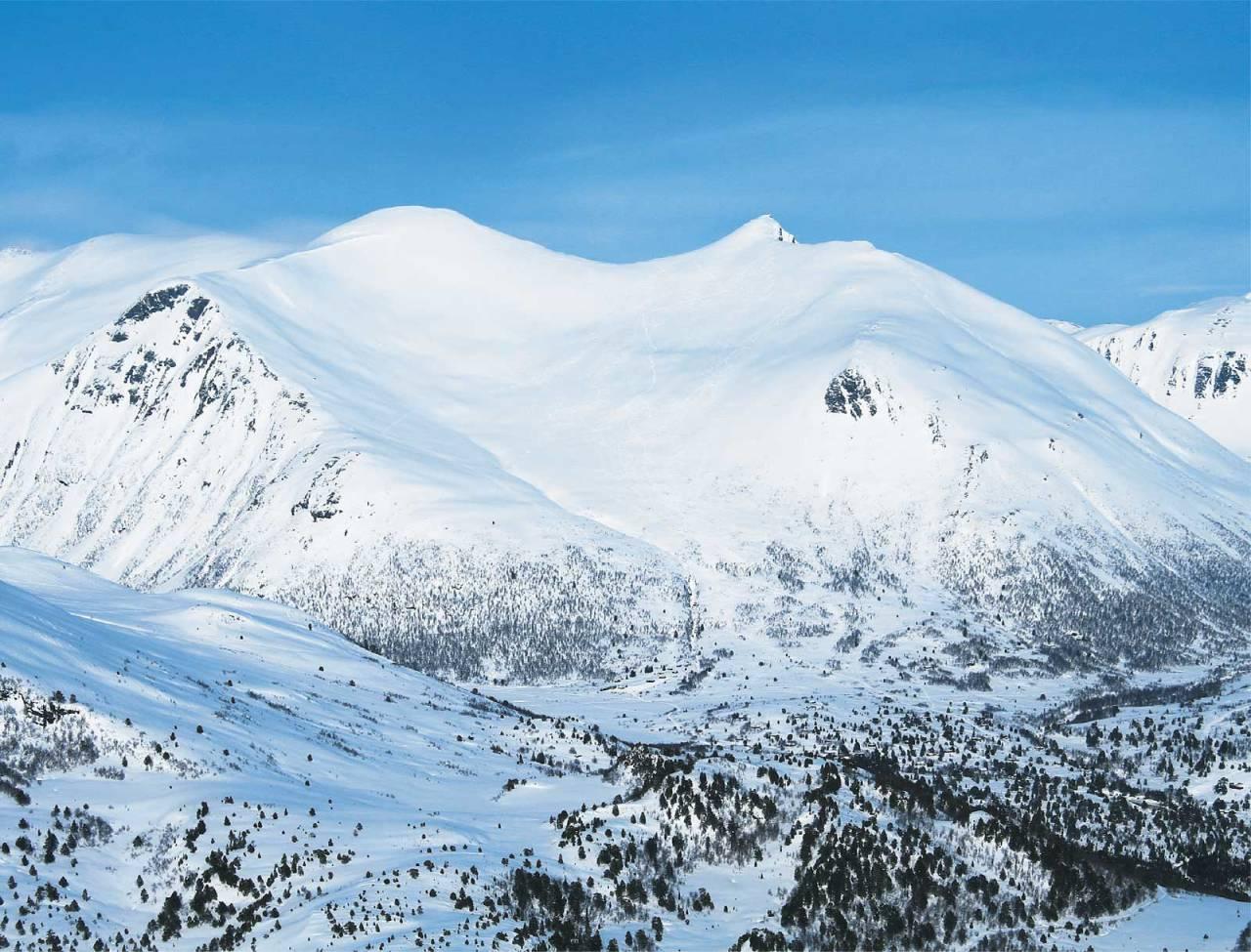 Smørbottfjellet sett fra sørvest. Foto: Halvor Hagen. / Trygge toppturer.