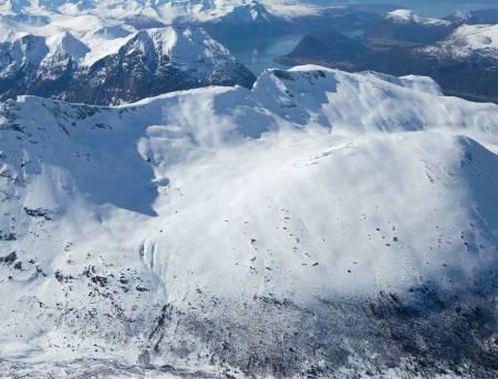 Storhesten sett fra øst. I bakgrunnen troner Blånebba og Romsdalseggen. Foto: Halvor Hagen. / Trygge toppturer.