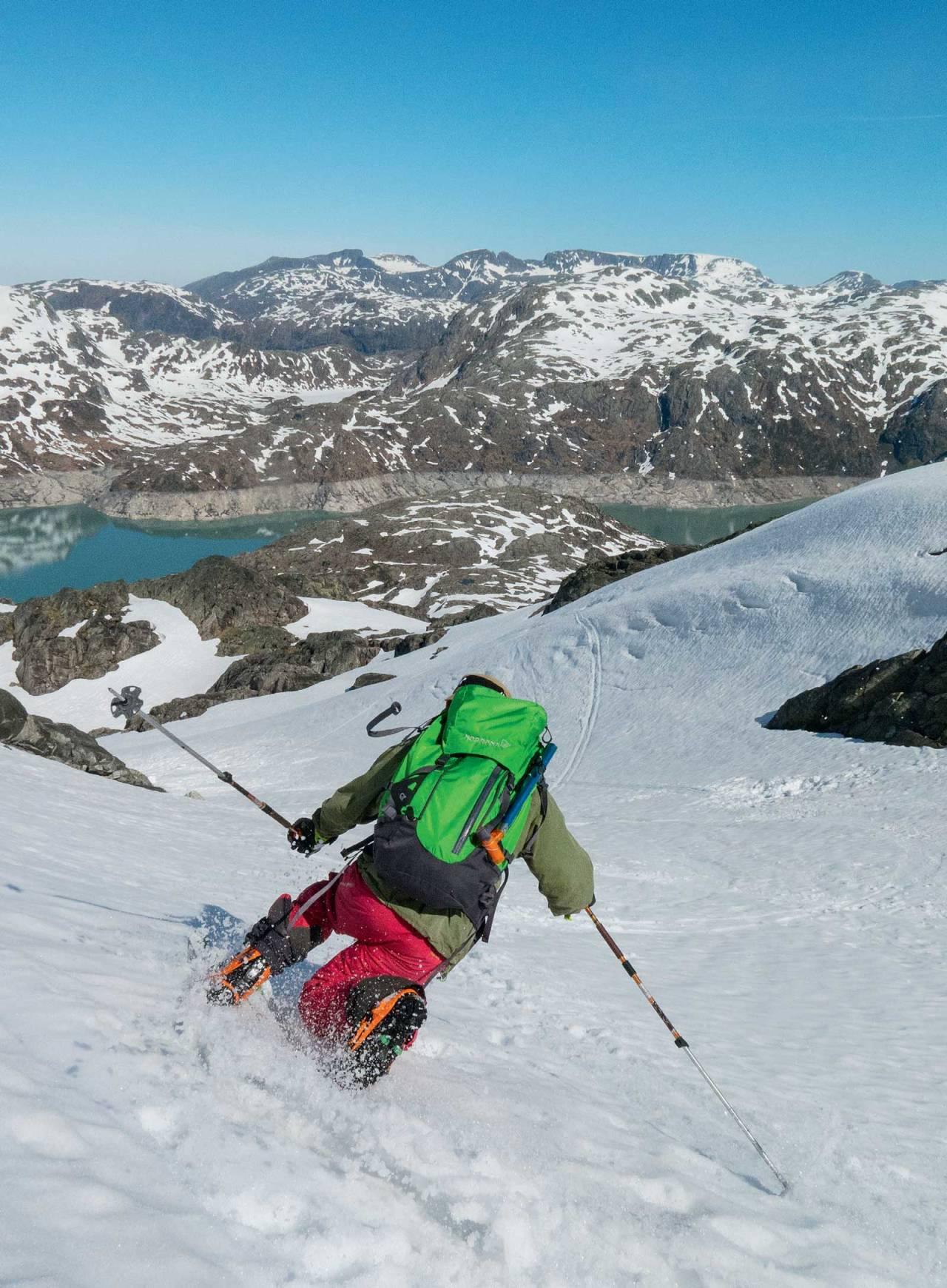 Telemark, baby! Her er Vidar Mong på vei ned normalveien på Blådalshorga. Foto: Ida Sollie. /Toppturer i Sørvest.