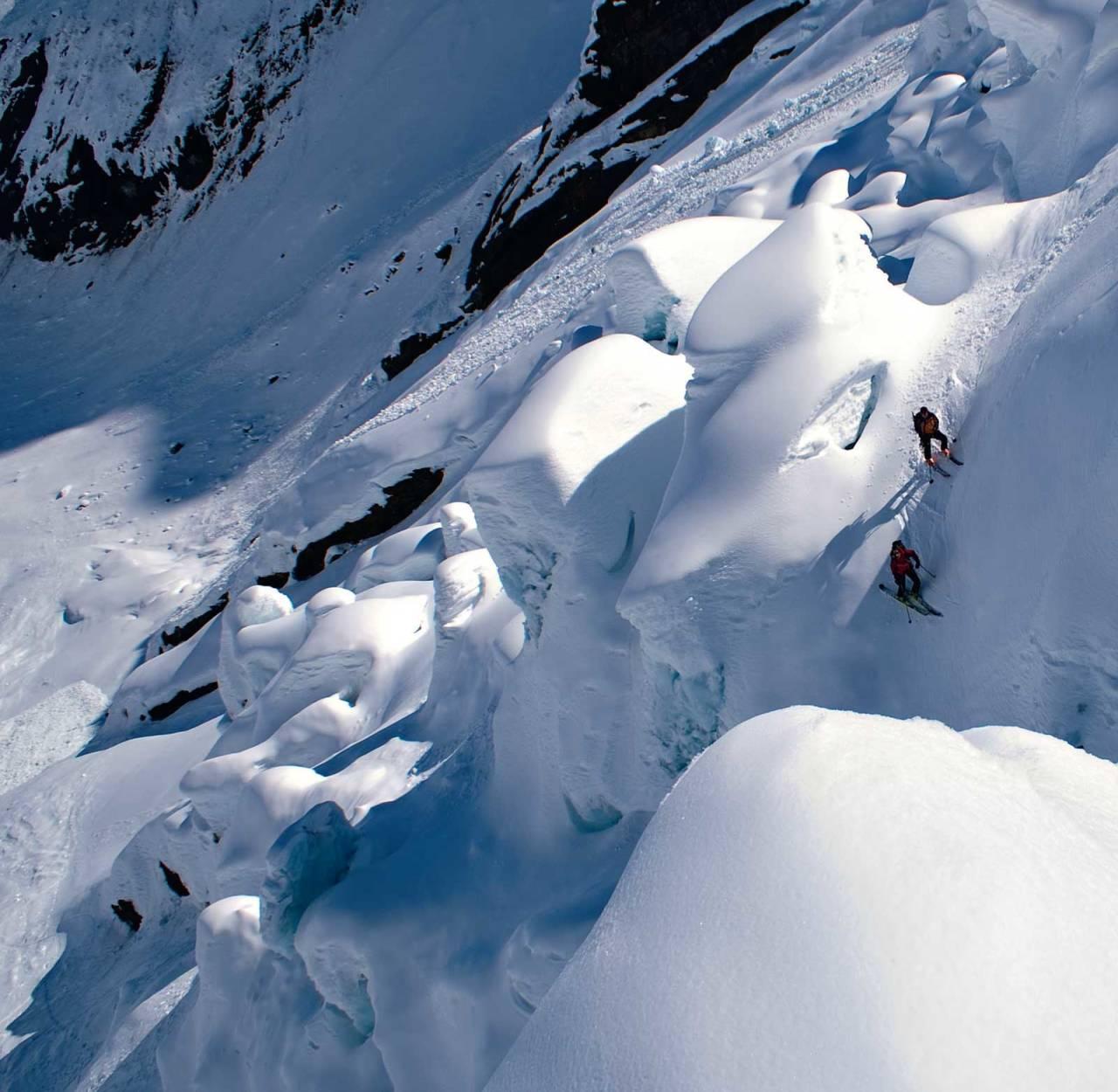 Fyrstemann ned Bergsetbreen 1. april 2008, store snømengder gjorde turen mogeleg. Foto: Bjørnar Bjørhusdal. / Toppturar i Sogn.