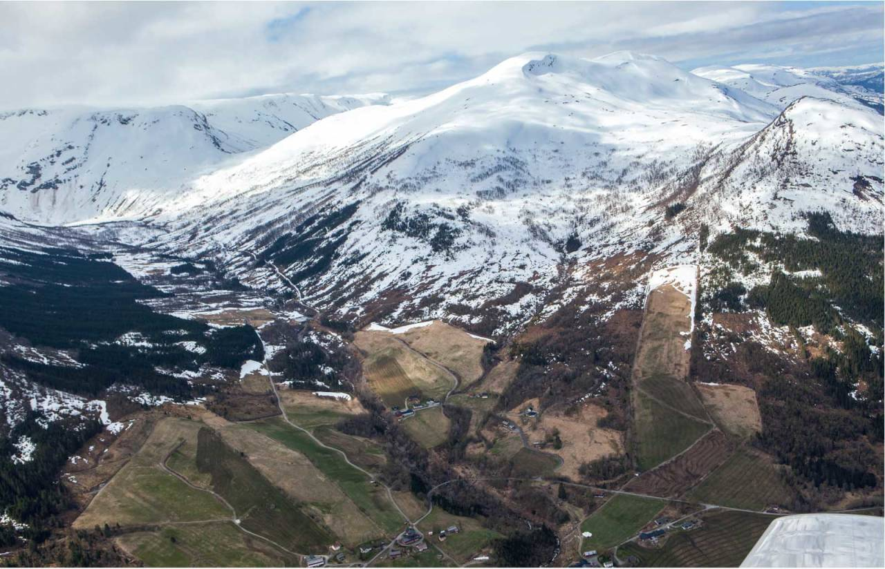 Sanddalsfjellet sett fra nordøst. Foto: Espen Schive. / Trygg topptur.