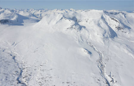 Trolltinden sett fra nordøst. Foto: Ludvig Killingberg. / Trygge toppturer.