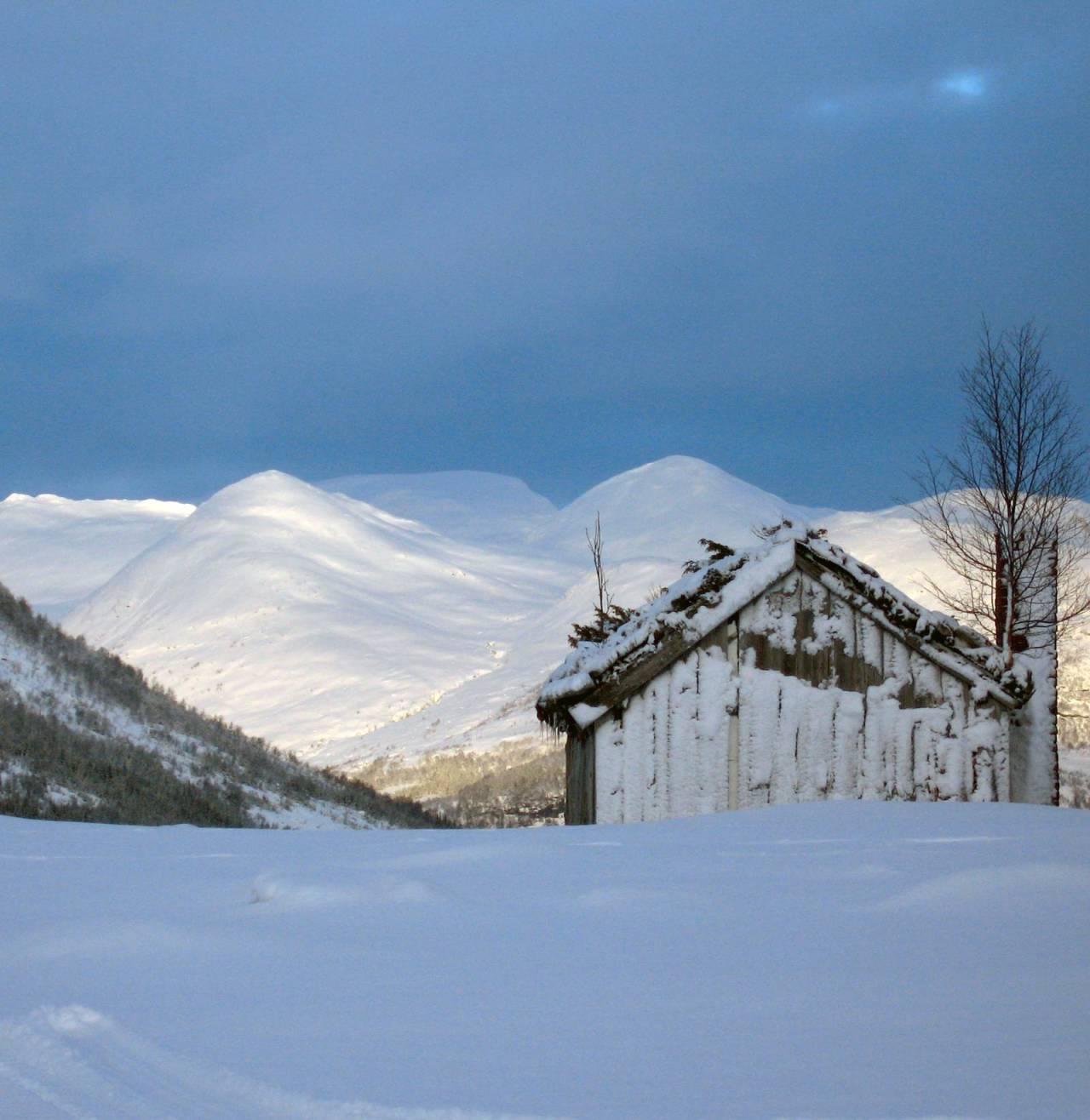 """Isdronninga"" sett frå Dvergsdalsdalen. Foto: Torje Bjellaas. / Toppturar i Sunnfjord."