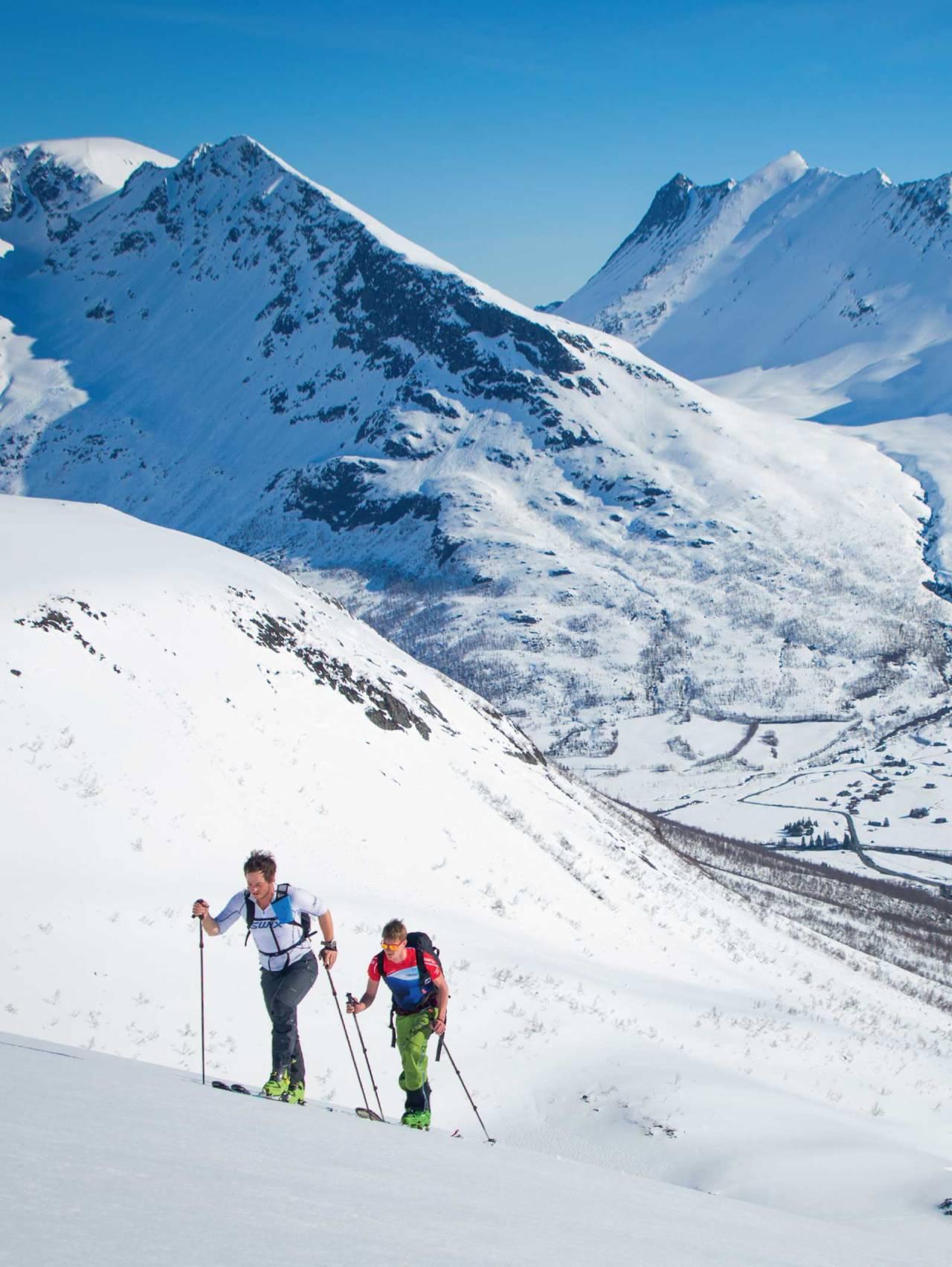 od utsikt over hyttefelta på Overøye frå ruta på Auskjeret. Vi skimtar øvre del av skianlegget nede til høgre. Foto: Håvard Myklebust.