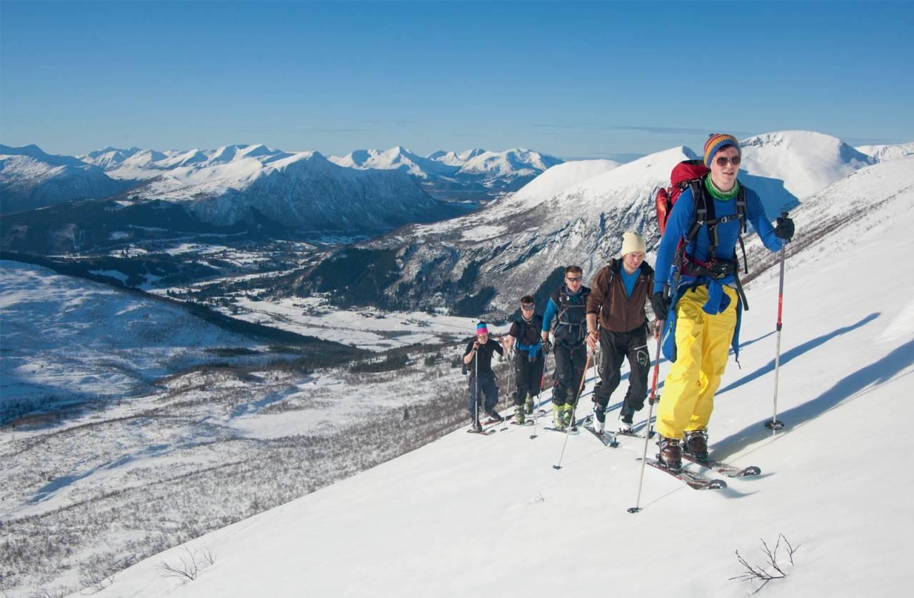 På veg opp mot fortoppen Grøthornet. Foto: Håvard Myklebust