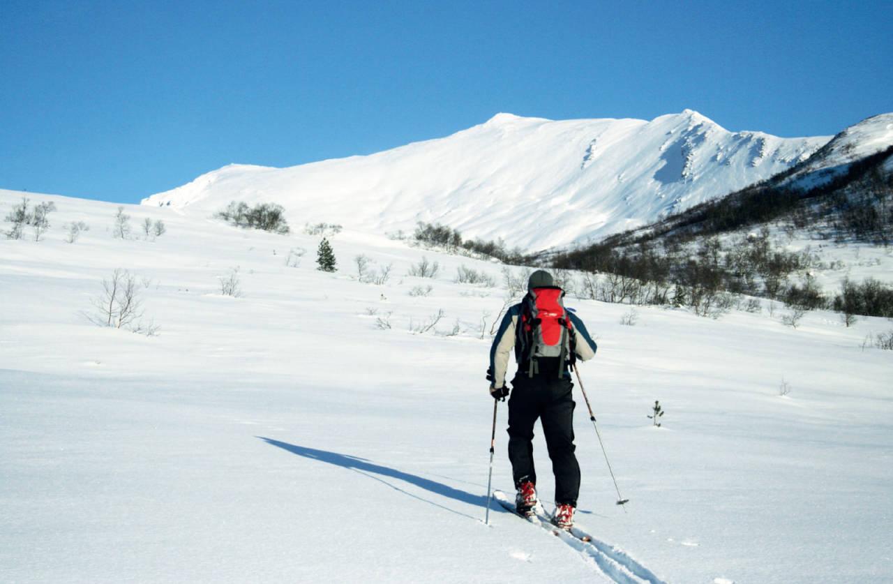 På veg inn Kvanndalen med toppen over skiløparen. Foto: Geir Ingebretsen.