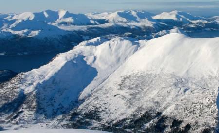Ruta opp og ned frå Aldalen sett frå Snøhornet. Foto: Arnt Flatmo