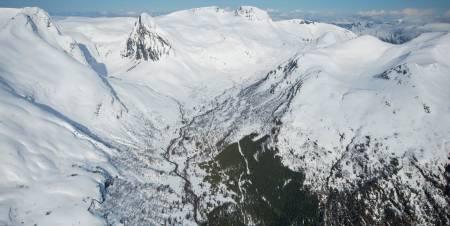 Rutene opp og ned frå Laurdalsætra til toppryggen. Siste delen av rutene er skjult bak toppryggen. Foto: Håvard Myklebust
