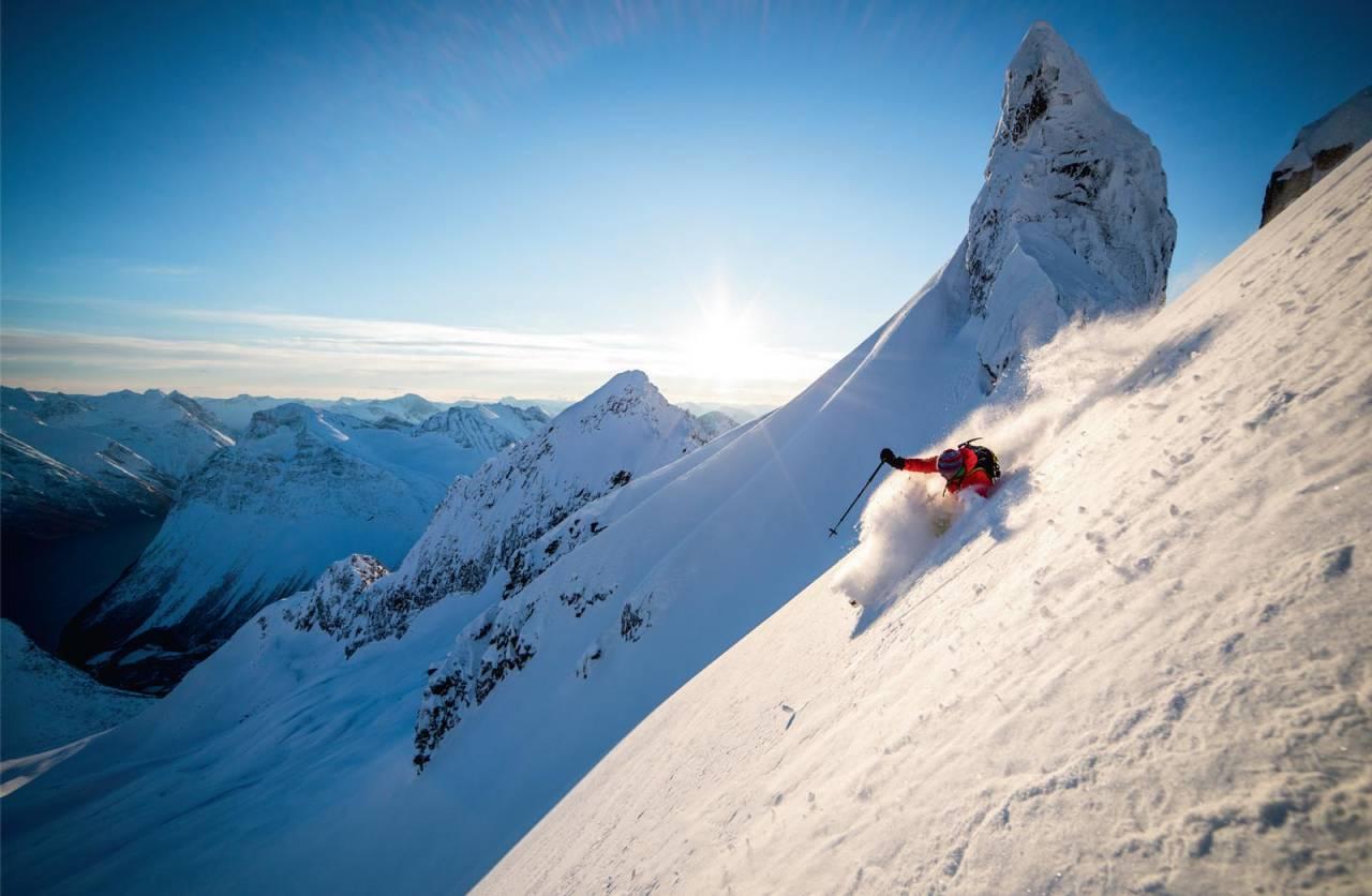Per Ivar Lied i pudderdans like under toppen. Foto: Håvard Myklebust.