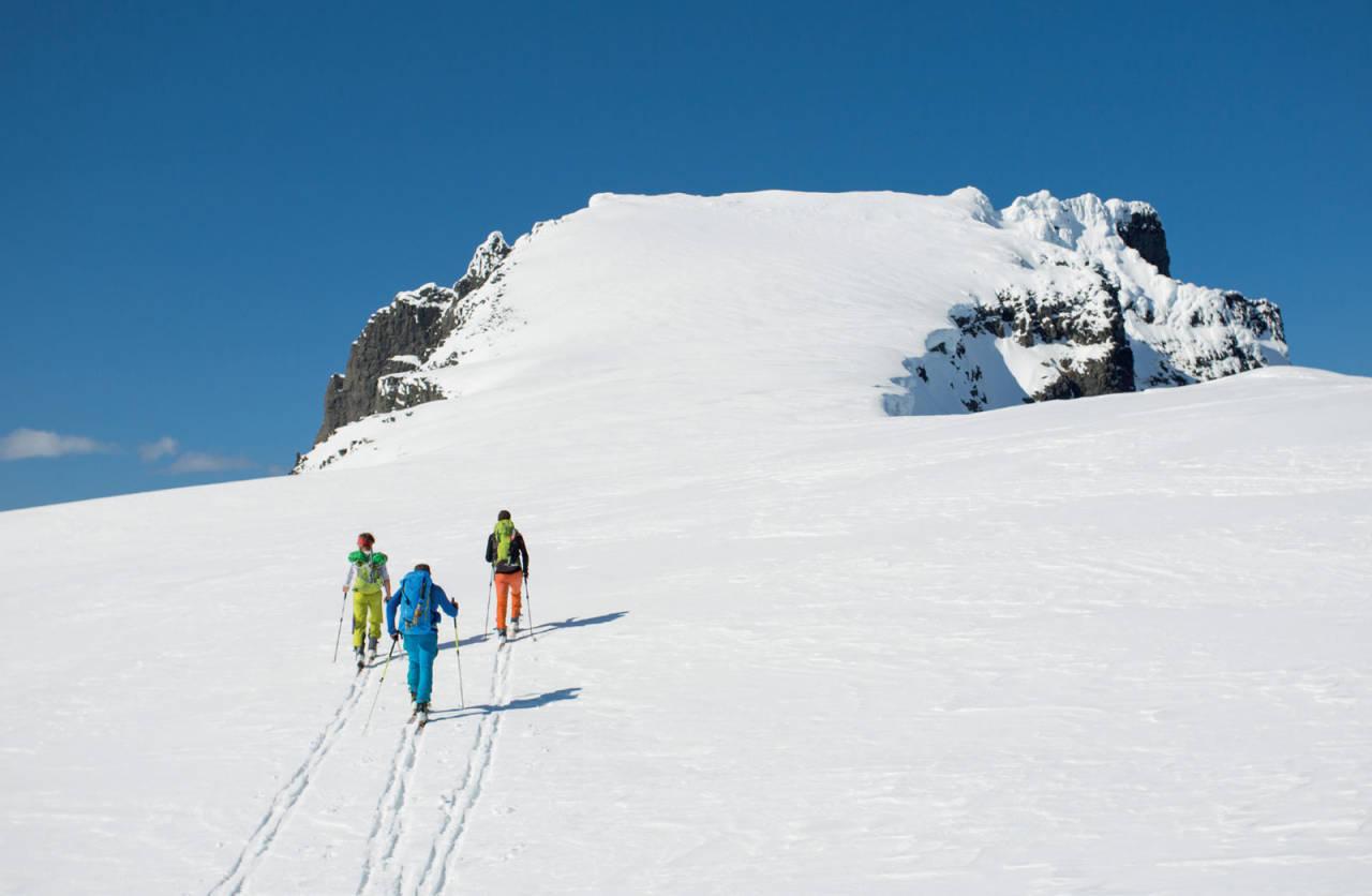 På veg mot siste kneika på topp-platået av Råna. Foto: Håvard Myklebust.