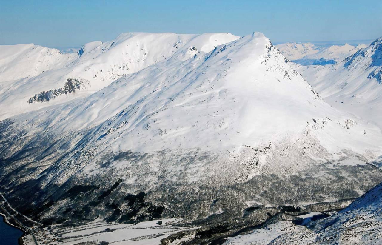 Rissavarri sett fra sørvest. Foto: Espen Nordahl. / Trygge toppturer.