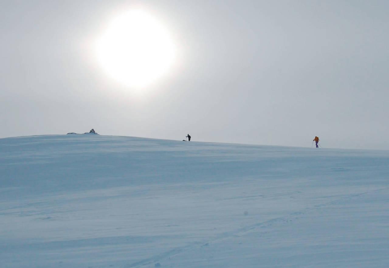 Sol, magisk lys og tosomhet på Steinskardtinden. Foto: Heidi Berg. / Toppturer i Troms.