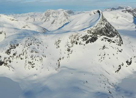 Vomtinden fra nordvest. Foto: Rune Dahl / Toppturer rundt Narvik.