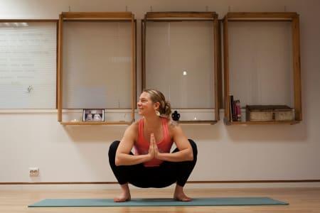 YOGA: Bli sterk - både fysisk og mentalt. Her får du de beste øvelsene for skikjørere. Foto: Velina Ninkova