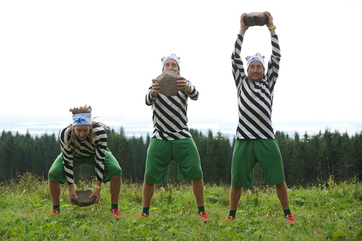 TRIM MED KAJ: To av Sveriges -og en av Norges- mest meritterte frikjørere avslører gode treningstips for både frikjøring og topptur. Her er kaj Zackrisson i aksjon med noen steiner. Foto: Johan Wildhagen