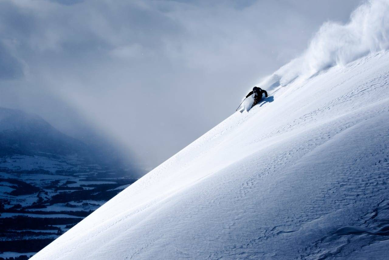 SKADEFRI: Sørg for å holde deg skadefri gjennom vinteren - slik at du kan nyte enda flere svinger på ski. Foto: Martin I. Dalen