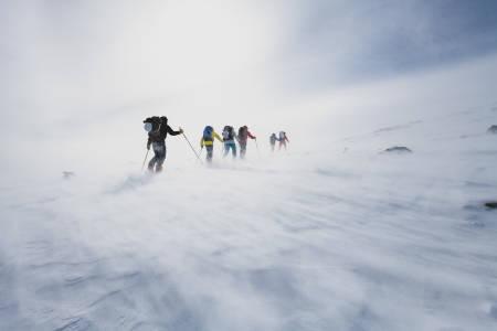 SURT OVER SURTNINGSSUE: Mye vind og vær på andre etappe av Høgruta i Jotunheimen. Bilde: Hans Kristian Krogh-Hanssen