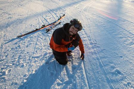PÅ SKJÆR ELLER IKKE: Spora dine avslører deg. Eirik Finseth kan lese teknikkfeil av sine egne skispor. Bilde: Christian Nerdrum