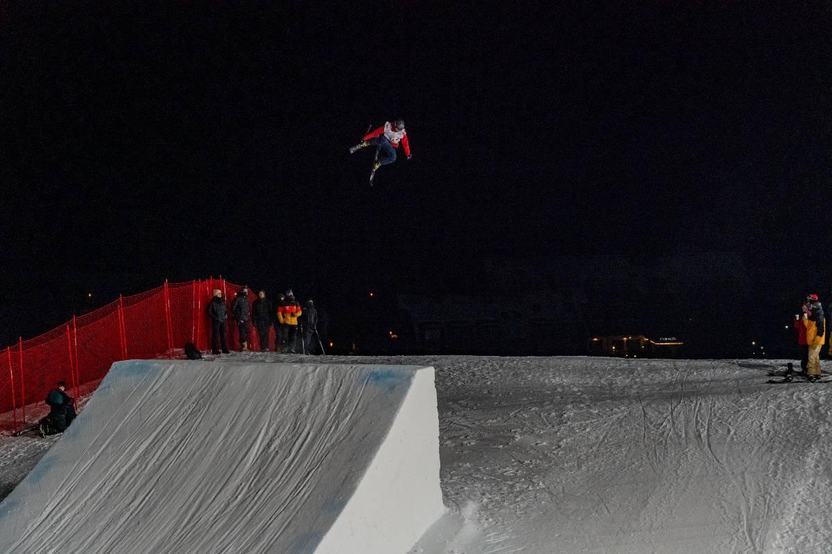 KLAR FOR VERDENSCUPÅPNING: Det norske freeskilandslaget er på plass i Østerrike. Her er Eirik Sæterøy i aksjon på trening torsdag. FOTO: Christoffer Schach