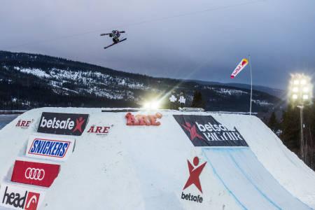 VANT I DAG: Fabien Bösch på vei til seier i Åre i kveld. Foto: Andreas Løve Storm Fausko