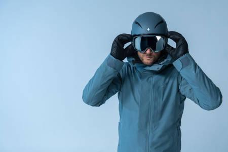 MANGE NYHETER: Sweet lanserer en drøss nye produkter neste vinter, blant annet Aksel Lund Svindals egen kolleksjon med skiklær, goggles og hjelm.