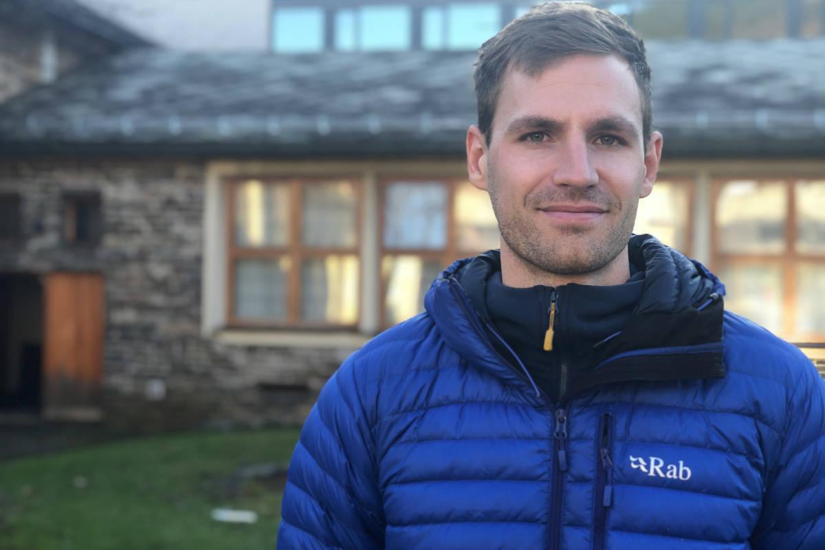 SAFEBACK: Tor Berge (daglig leder og gründer i Safeback) vil revolusjonere sjansene for å overleve et skred. Her under Skredkonferansen på Voss. Foto: Anders Holtet