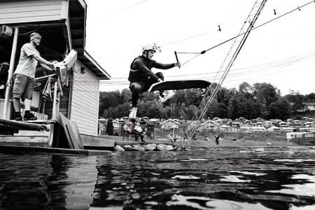 BORTEBANE: André Natland har sine timer på Norsjø Kabelpark i Telemark. I sommer får han sin egen.  Bilde: Christian Nerdrum