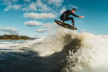 Wakesurfing bak båt Christian Rustberggard