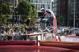 TEKNIKER: Jørn Simen Aabø kjører superteknisk på railene. Foto: Trond W Andersen