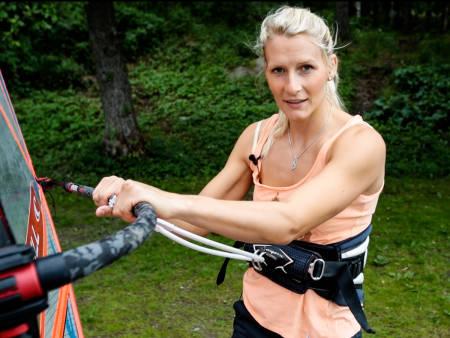 INGEN SKAM Å SNU: Jibben er en viktig manøver i windsurfing. Oda vider hvordan. Bilde: Christian Nerdrum