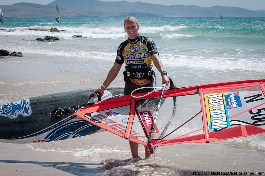 WAITING GAME: Oda måtte vente en hel uke på Furteventura før hun fikk seile på sitt eget utstyr.