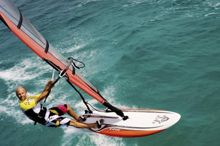 CAND. WINDSURFING: Martin Haglev vet hva som skal til for å komme i gang med windsurfing. Bilde: Privat.