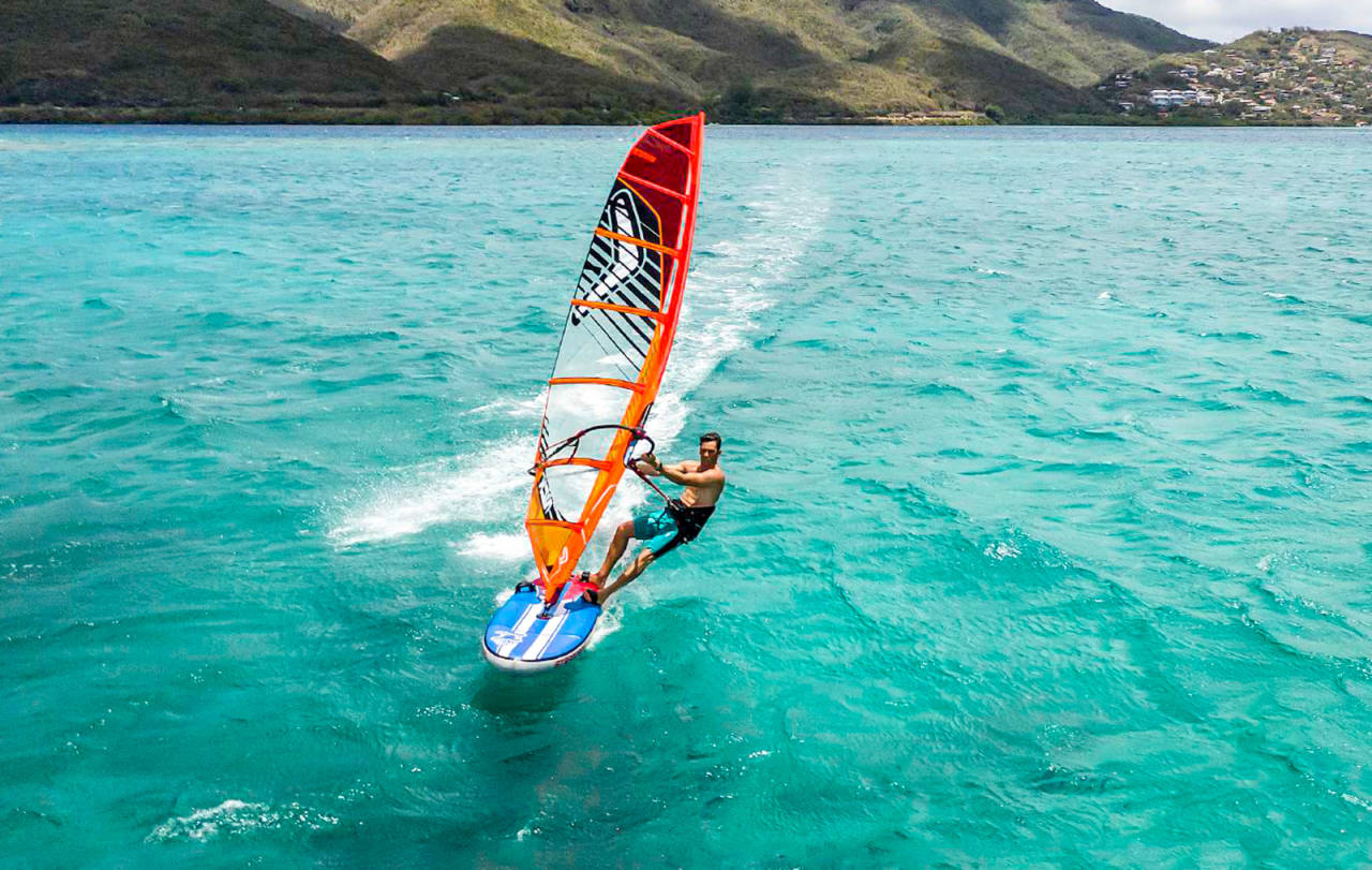 oppblåsbart brett windsurfing starboard airplane