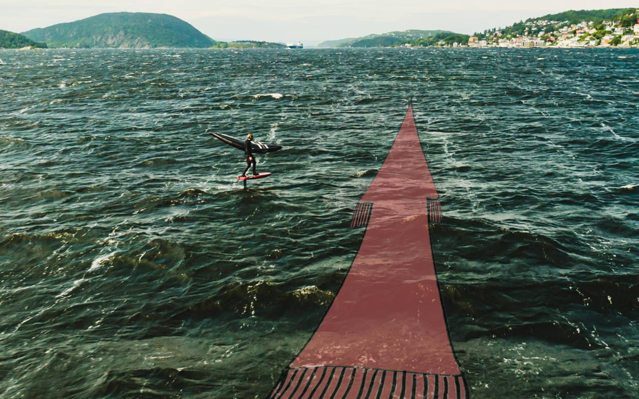 Potensialet i wingfoiling er nærmest ubegrenset. Her surfer Sebastian Kjellstrøm en bølge som varer over et minutt. Bilde: Christian Nerdrum